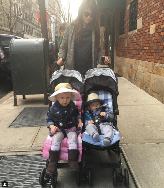 Хилари Болдуин с детьми. Фото: instagram.com