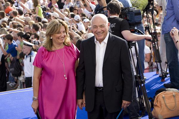 Владимир Познер с женой. Фото: www.film.ru