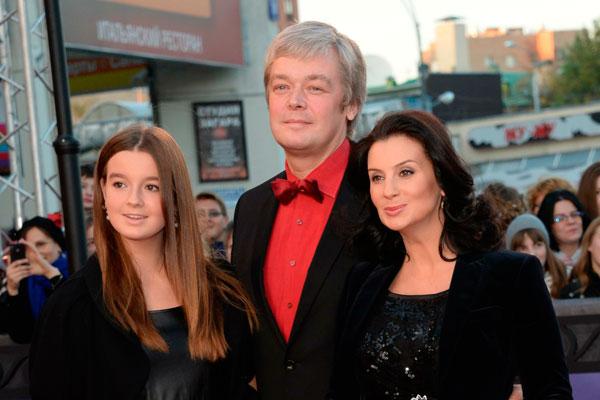 Александра, Александр и Екатерина Стриженовы. Фото: www.dni.ru