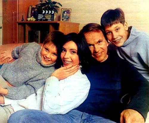 Алексей Гуськов с семьей. Фото: www.kino-teatr.ru