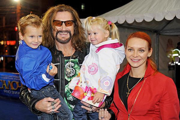 Никита Джигурда с женой и детьми. Фото: rg.ru