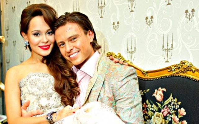 Прохор Шаляпин со своей невестой. Фото: bitva.stb.ua