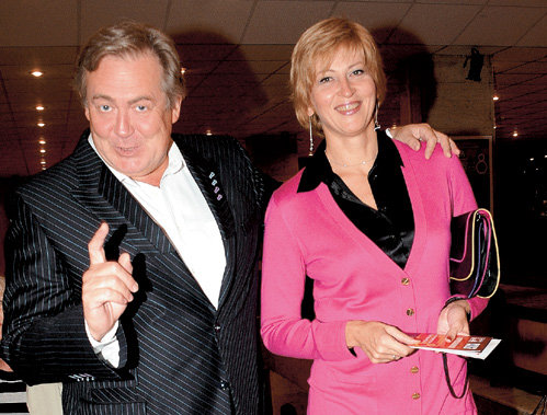 Юрий Стоянов с женой. Фото: thestyle.com.ua
