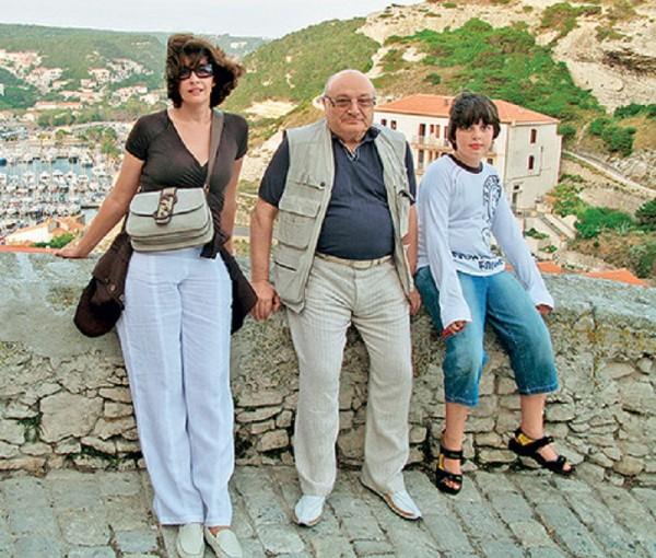 Михаил Жванецкий с семьей. Фото: by-time.info