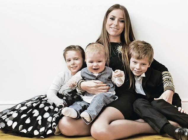 Юлия Барановская с детьми. Фото: cdn01.ru