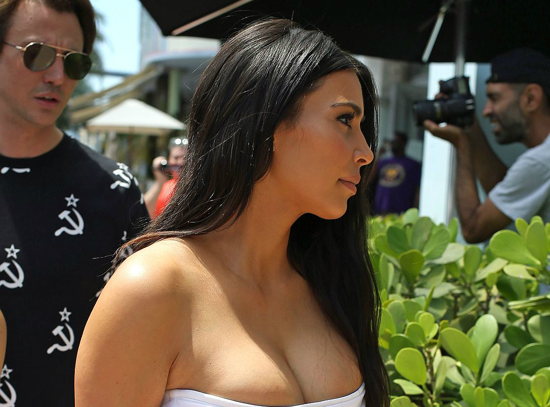 Бюст Ким Кардашьян спровоцировал пробку в центре Майами