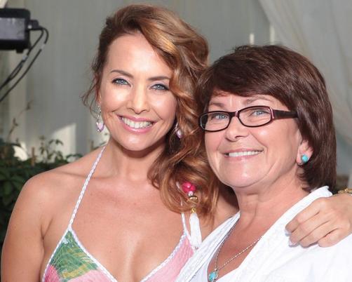 Жанна Фриске с мамой Ольгой Владимировной Фото: starhit.ru