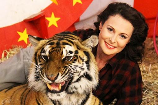 Ольга Погодина с тигром. Фото: tv.ru