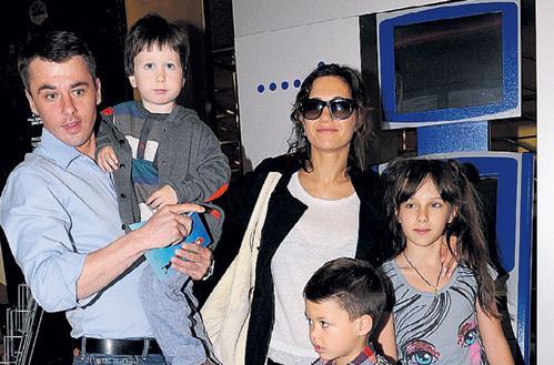 Евгений Цыганов с бывшей семьей. Фото: elshest.fdriusal.ru