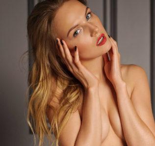 Девушка Табакова снялась в эротической фотосессии для мужского глянца