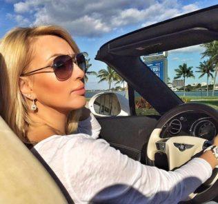 Лера Кудрявцева похвасталась роскошным телом в бикини