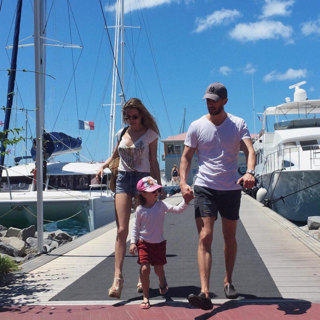 Виктория Боня с гражданским мужем Алексом Смерфитом и дочерью Фото: Инстаграм
