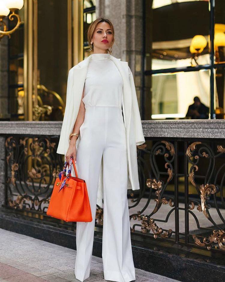 Виктория Боня рекламирует  комбинезон из своей новой весенней коллекции Фото: Инстаграм