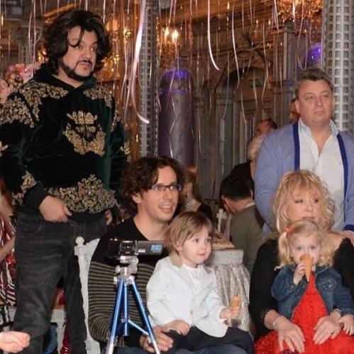 Алла Пугачева и Максим Галкин с детьми Фото: Инстаграм