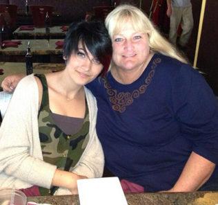 Дочь Майкла Джексона отказалась от матери