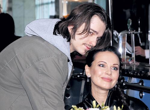 Ирина Безрукова с сыном Андреем Ливановым Фото: Starslife