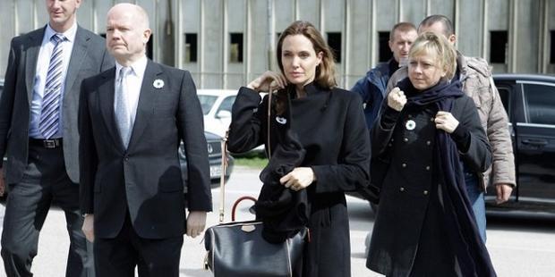 Анджелина Джоли и Арманика Хелик Фото: Twitter