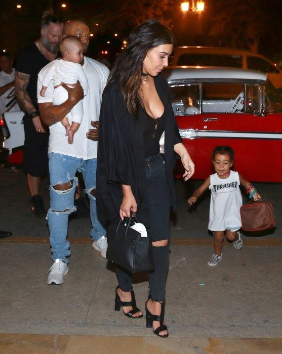 Ким Кардашьян и Канье Уэст с детьми Фото: East News