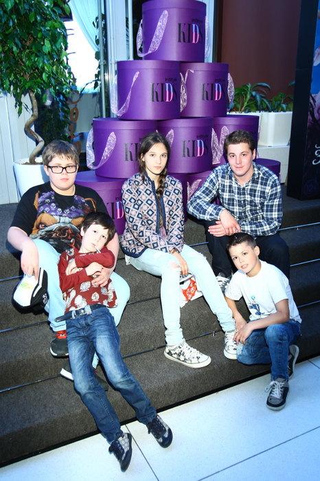 Гела Месхи с детьми Екатерины Климовой Фото: cosmo.ru