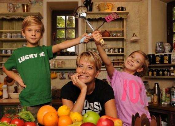 В состоянии медикаментозного сна Маша Кончаловская находится после автомобильной аварии во Франции Фото: viva.ua
