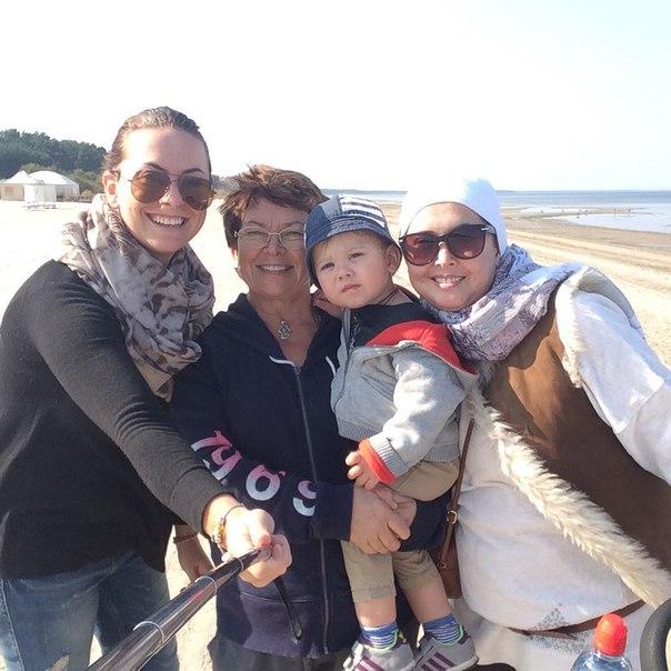 Жанна Фриске с сестрой Натальей, мамой Ольгой и сыном Платоном Фото: Инстаграм