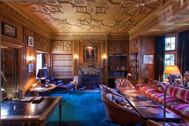 По оценкам риелторов, реальная стоимость особняка составляет всего 50−60 миллионов Фото: The Playboy Mansion