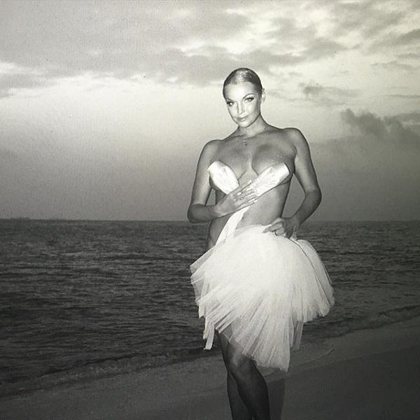 Анастасия Волочкова тоскует по своей эротической фотосессии с Мальдив Фото: Инстаграм