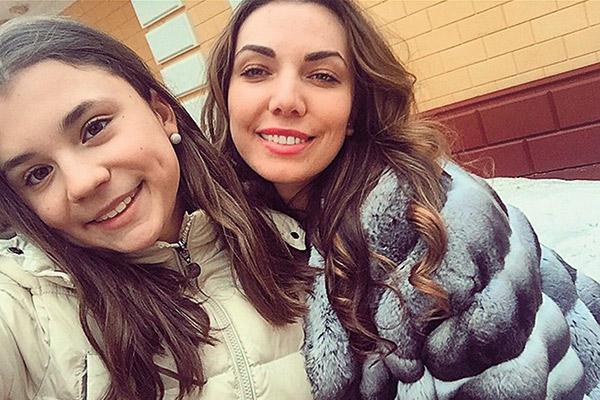 Младшая дочь Маши Распутиной и ее сводная сестра Нелли Фото: Инстаграм