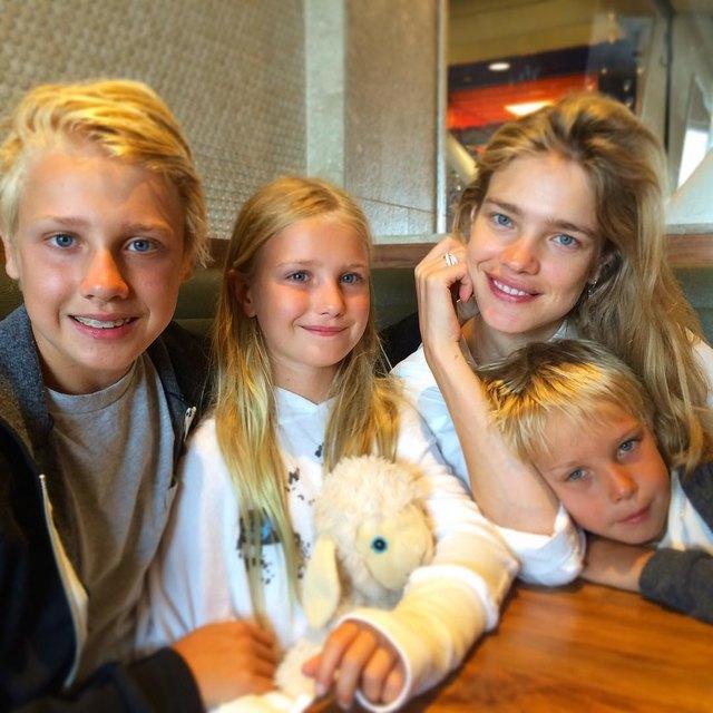Наталья Водянова с тремя детьми от предыдущего брака Фото: Splash New