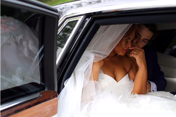 Корнелия Манго и Богдан Дюрдь в свадебном лимузине Фото: Инстаграм