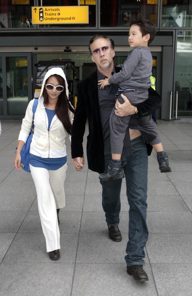 Николас Кейдж с супругой и сыном Фото: cosmo.ru