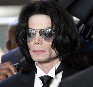 В доме Майкла Джексона нашли коллекцию детского порно