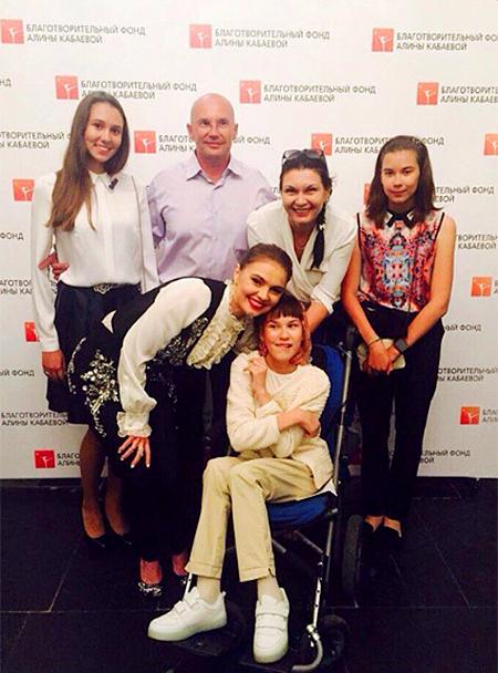Алина Кабаева с гостями благотворительного фестиваля художественной гимнастики «Алина-2016» Фото: Инстаграм