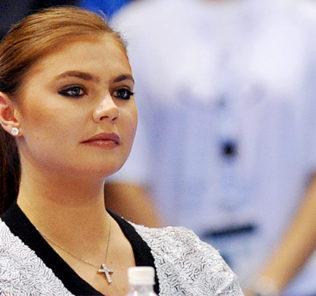 Алина Кабаева поразила стройной фигурой