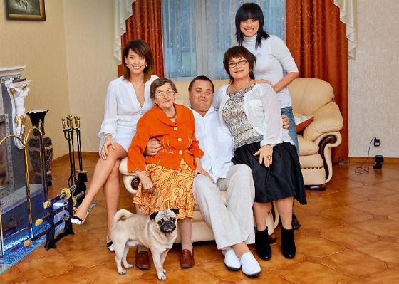 Жанна Фриске с родителями, родной сестрой и бабушкой Фото: Инстаграм
