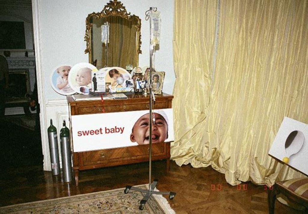 В спальне Джексона стояли изображения малышей и детей, которые не имели никакого отношения к певцу Фото: New York Post