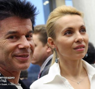 Олег Газманов принимает поздравления с юбилеем