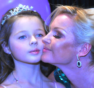 Анастасия Волочкова и дочь Ариадна. Фото с сайта www.kp.ru