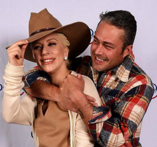 Леди Гага отменила свадьбу с Тейлором Кинни из-за беременности