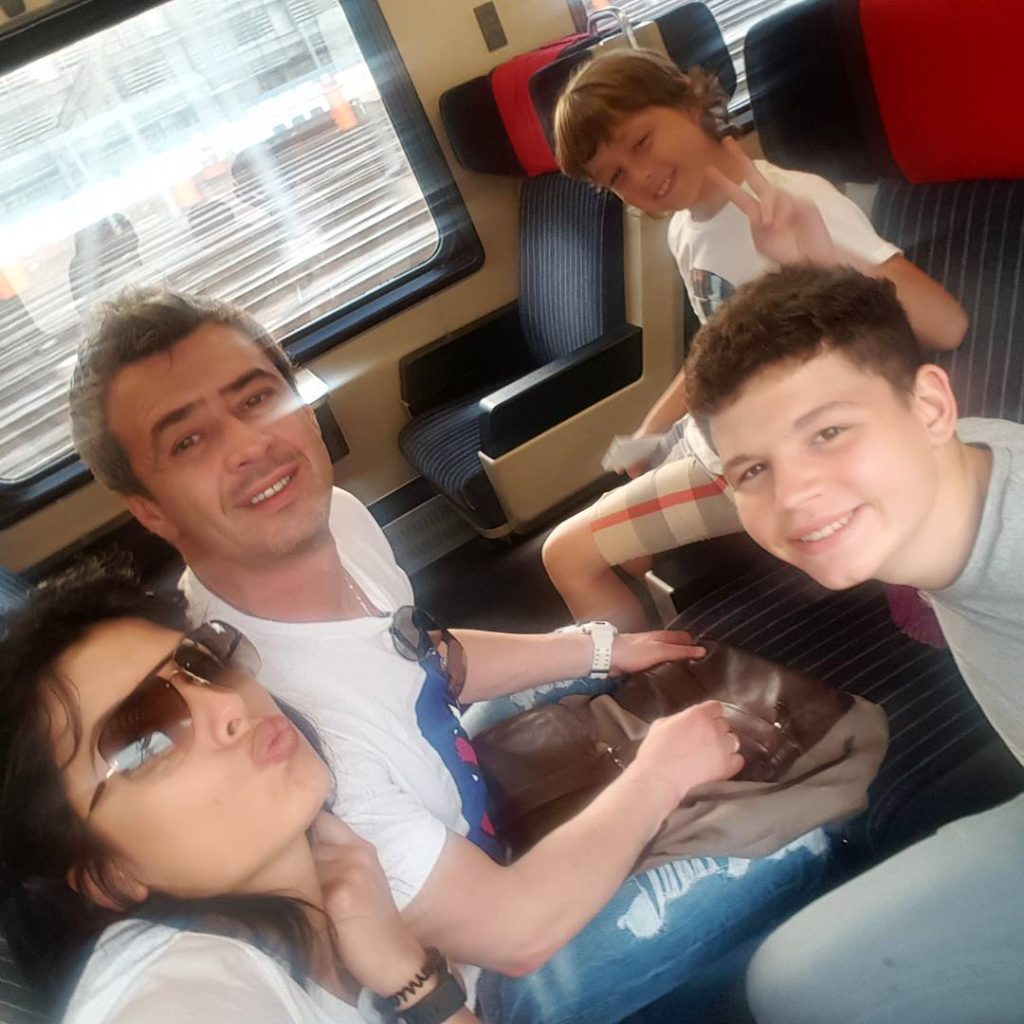 Ольга Романовская с супругом и сыновьями Фото: Инстаграм