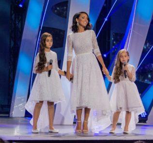 Алсу и ее дочери. Фото с сайта www.youtube.com