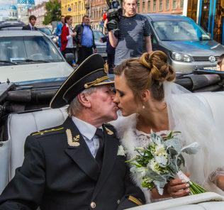 Иван Краско изводит молодую супругу ревностью