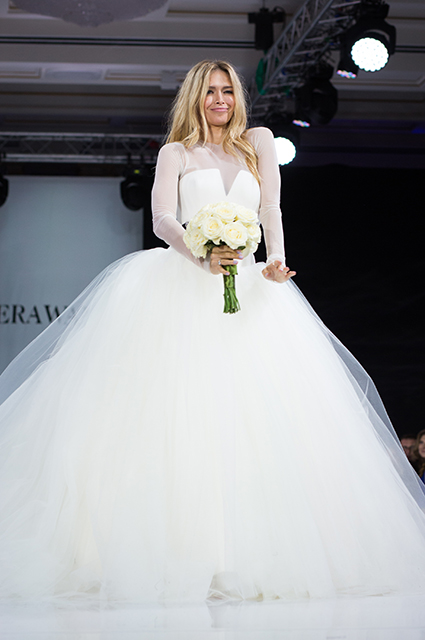 Перед свадьбой Нюша устроила откровенную фотосессию в бикини