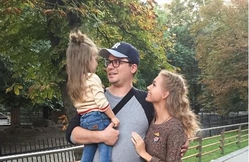 Кристина Асмус и Гарик Харламов сводили дочь в зоопарк