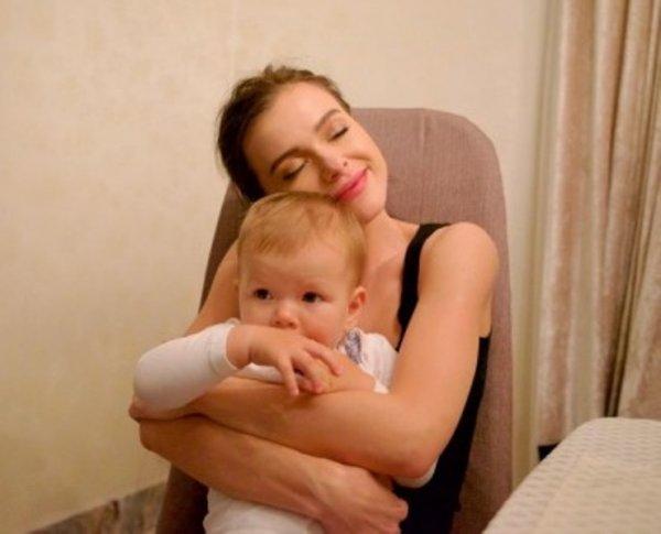 Елена Темникова показала лицо дочери