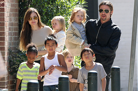 """#7006829 The Jolie-Pitt family headed out in New Orleans, Louisiana to do some grocery shopping at a local market on March 20, 2011. Angelina has brought all six children to visit their dad Brad Pitt while he works on his latest project """"Cogan's Trade"""". Maddox, Pax, Zahara and Shiloh walked while the twins Knox and Vivienne hitched a ride from mom and dad who were all smiles while out and about on a lovely sunny day. Brad and Angelina waved to fans as they strolled the street to and from the market. Fame Pictures, Inc - Santa Monica, CA, USA - +1 (310) 395-0500 All Over Press"""