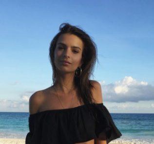 Эмили Ратаковски покорила сеть очередным откровенным фото
