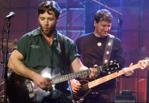 Топ звезд кино, которые играют на гитаре