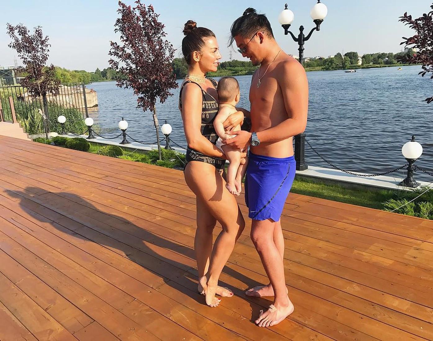 Анна Седокова намекнула на отца третьего ребенка