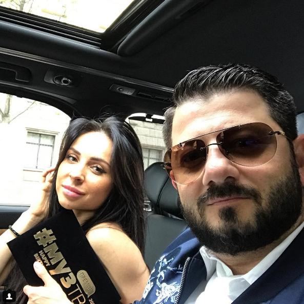 Михаил Галустян выложил в Instagram откровенное фото жены в бикини